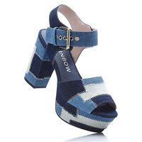 Sandały na podeszwie platformie niebieski dżins marki Bonprix