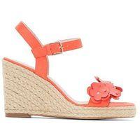 Skórzane sandały na koturnie z ozdobnymi kwiatami marki Anne weyburn