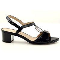 Sandały lakierowane z ozdobą caprice 28210 marki Buty caprice