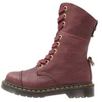 Dr. Martens AIMILITA 9 EYE TOE CAP BOOT GRIZZLY Kozaki sznurowane cherry red, 23185600