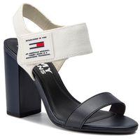 Sandały TOMMY JEANS - Rubber Patch Heeled Sandal EN0EN00526 White 100, kolor biały