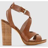 Skórzane sandały ze skrzyżowanymi paskami