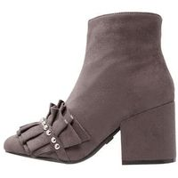 Lost Ink NORA RUFFLE FRONT LOW HEEL ANKLE Ankle boot light grey, w 6 rozmiarach