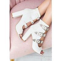 Vices Białe sandały got a perfect look
