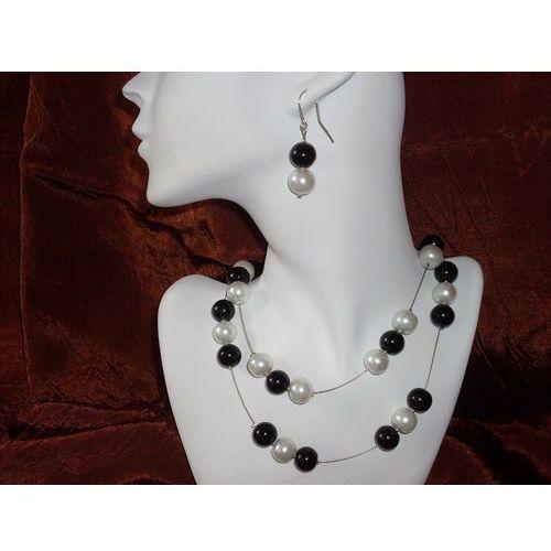K-00002 Kolczyki z perełek szklanych białych i czarnych, kolor biały
