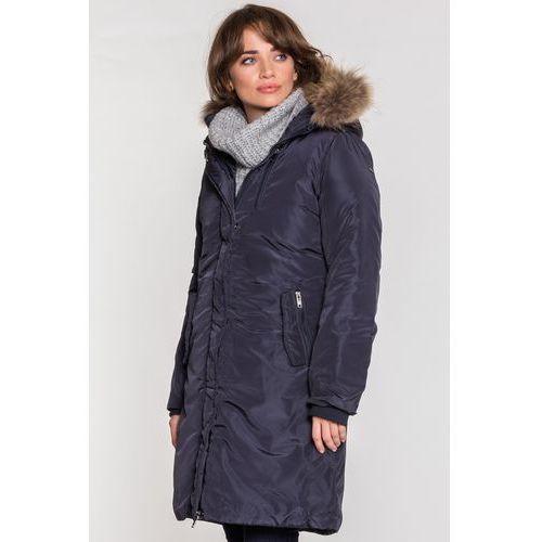 Długi granatowy płaszcz z naturalnym futrem - Lara Fabio, kolor niebieski