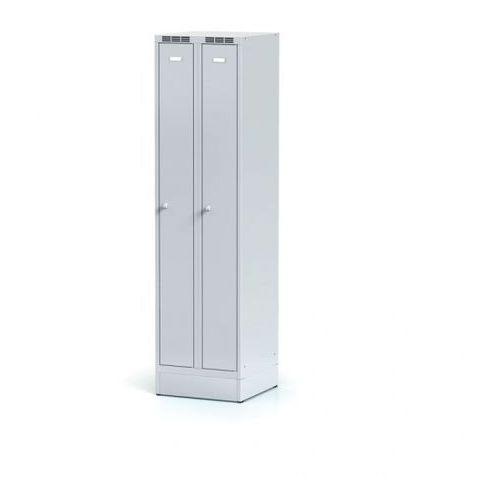 Metalowa szafka ubraniowa, wąska, na cokole, szare drzwi, zamek cylindryczny marki Alfa 3