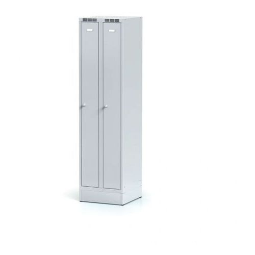 Metalowa szafka ubraniowa, wąska, na cokole, szare drzwi, zamek cylindryczny