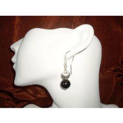 K-00011 Kolczyki ze szklanych czarnych perełek, z metalowym koralikiem - produkt z kategorii- Kolczyki