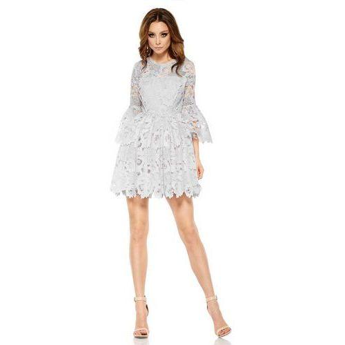 Jasnoszara wieczorowa sukienka koronkowa z rozkloszowanym rękawem marki Lemoniade