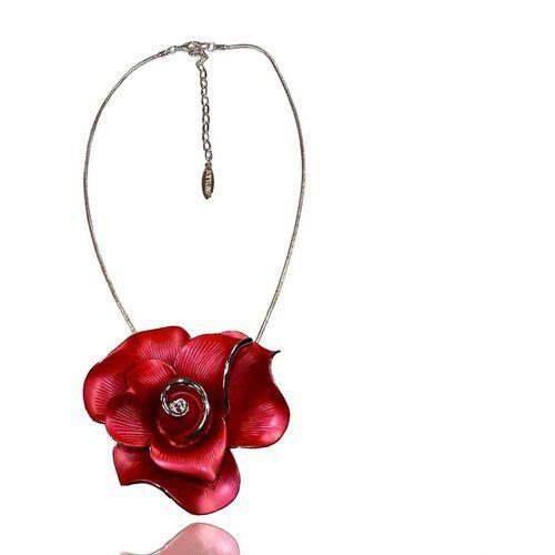 Efektowny naszyjnik z dużą czerwoną różą, kolor czerwony