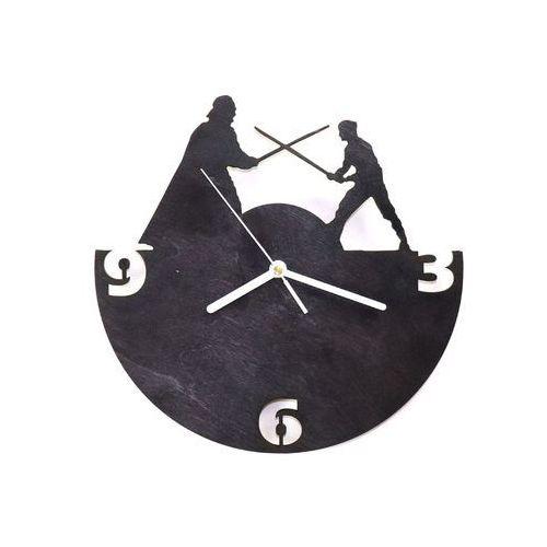Congee.pl Drewniany zegar na ścianę rycerze z białymi wskazówkami