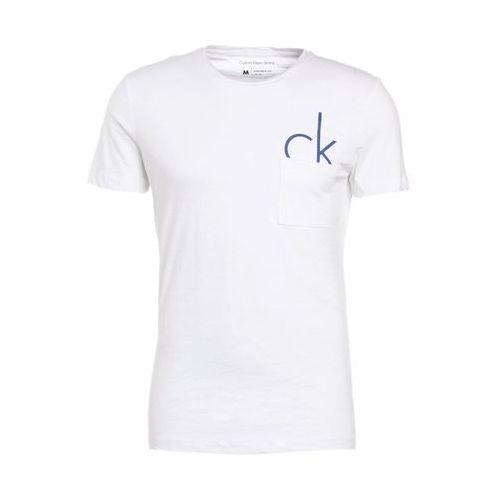 jeans type regular fit tshirt z nadrukiem white marki Calvin klein