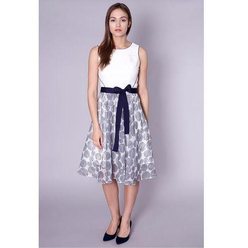 Biała, rozkloszowana sukienka z wzorzystym dołem - Click Fashion, 1 rozmiar