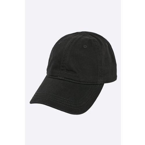 - czapka marki Lacoste