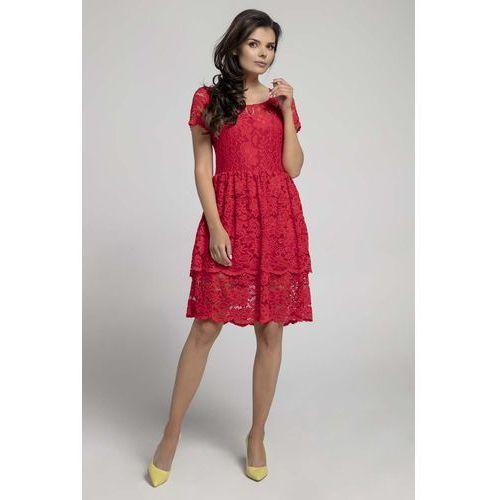 Czerwona elegancka sukienka koronkowa z falbanką marki Nommo