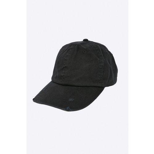- czapka marki Blend