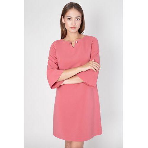 Malinowa sukienka z ozdobną broszką - Click Fashion, 1 rozmiar