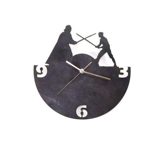 Drewniany zegar na ścianę Rycerze ze złotymi wskazówkami, kolor czarny