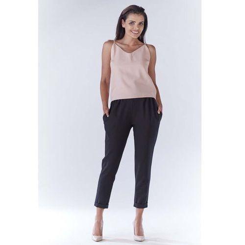 Czarne eleganckie spodnie 7/8 z mankietem marki Awama
