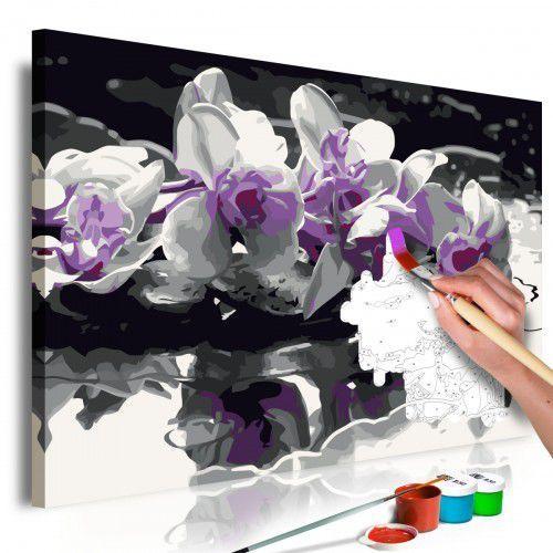 Artgeist Obraz do samodzielnego malowania - fioletowa orchidea (czarne tło i odbicie w wodzie)