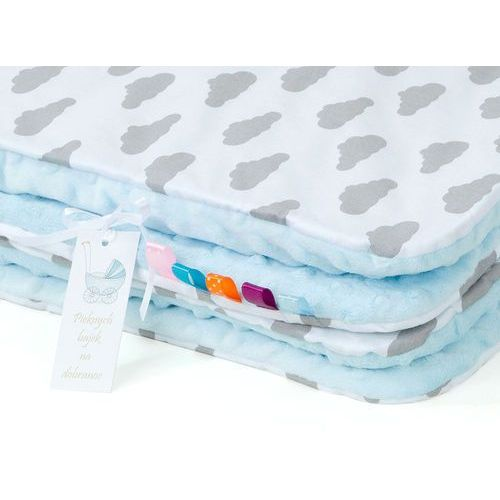 kocyk minky dwustronny chmurki szare na bieli / błękit marki Mamo-tato