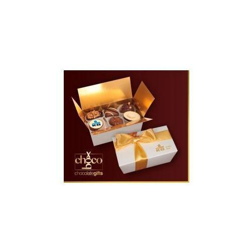Czekoladki Czekoladki w małym białym kuferku /12 pralin/ z kategorii Czekolady i bombonierki
