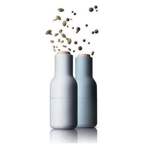 Młynek do pieprzu soli lub przypraw bottle grinder 2 szt. niebies marki Menu