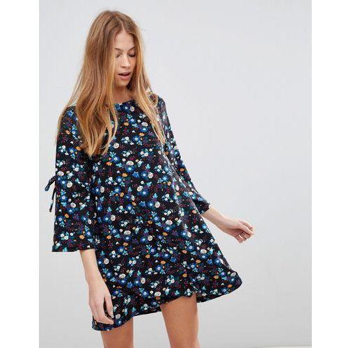 QED London Floral Swing Dress - Black, w 3 rozmiarach