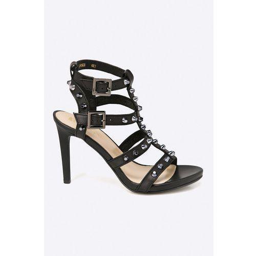 - sandały marki Carinii