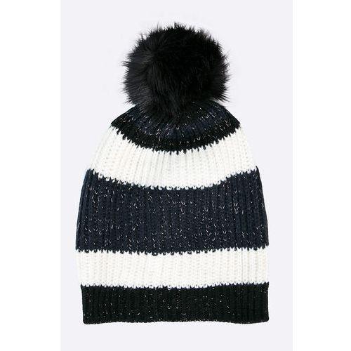 - czapka marki Only