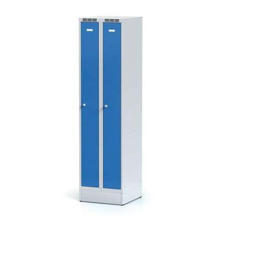 Metalowa szafka ubraniowa, wąska, na cokole, niebieskie drzwi, zamek cylindryczny marki Alfa 3
