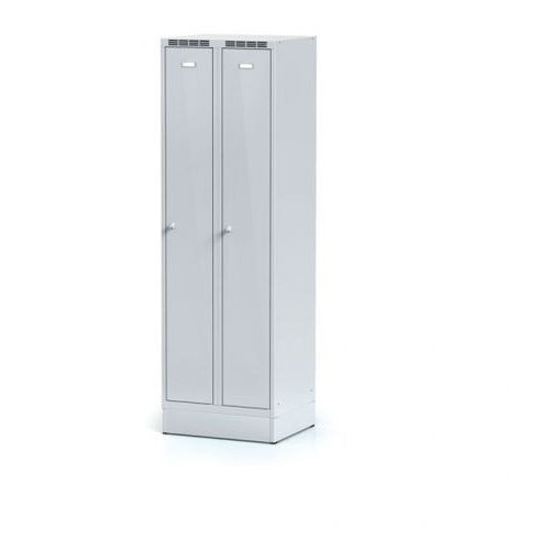 Metalowa szafka ubraniowa, na cokole, szare dwupłaszczowe drzwi, zamek obrotowy