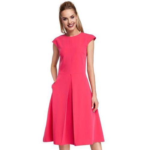 Klasyczna rozkloszowana różowa sukienka z kontrafałdą marki Moe