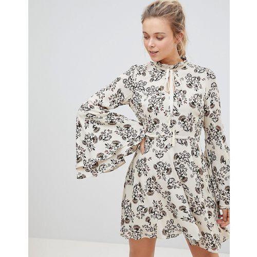 Glamorous High Neck Floral Print Dress With Flare Sleeve - Cream, kolor zielony