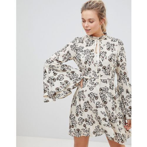 high neck floral print dress with flare sleeve - cream marki Glamorous