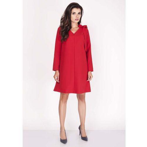 Nommo Czerwona sukienka z dekoltem w serek z ozdobną szarfą na ramieniu