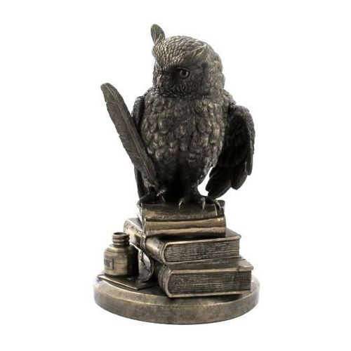Veronese Olbrzymia sowa mądrości na książkach  (wu75033a1)