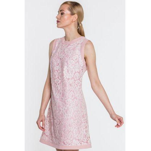 Click fashion Różowa sukienka w koronkowe kwiaty -