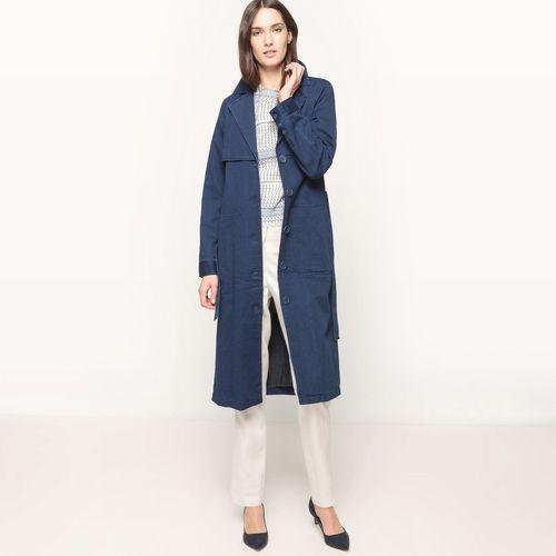 Długi płaszcz dżinsowy z paskiem