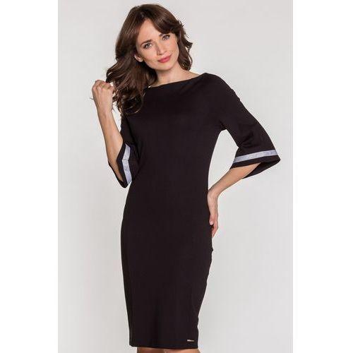 b302ac0f00 Czarna sukienka z rozkloszowanymi rękawa.