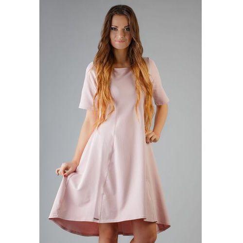 Różowa elegancka rozkloszowana sukienka z wydłużonym tyłem marki Tessita