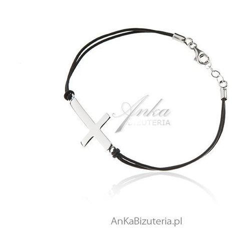 Bransoletka srebrny krzyżyk na czarnych rzemykach, kolor czarny
