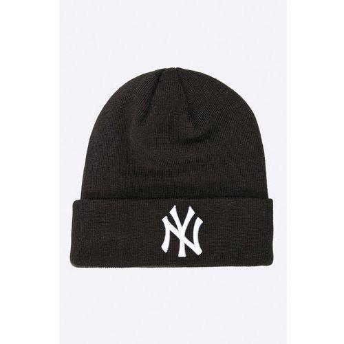 - czapka marki New era