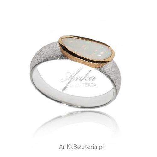 Pierścionek srebrny z naturalnym opalem -unikat marki Anka biżuteria