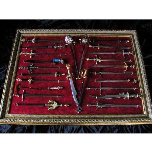 24 nożyki do listów z różnych epok plus rama do ekspozycji (019) marki Hiszpania