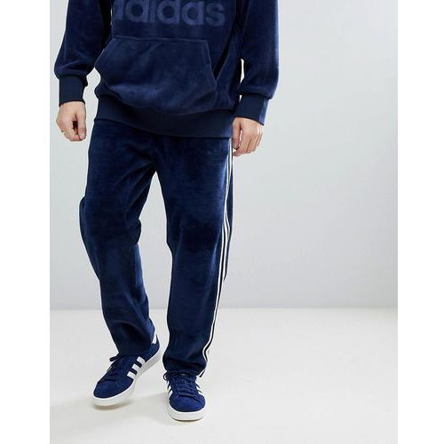 adicolor velour joggers in tapered fit in navy cw4916 - navy marki Adidas originals