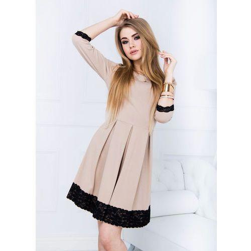 Sukienka kloszowana z koronką