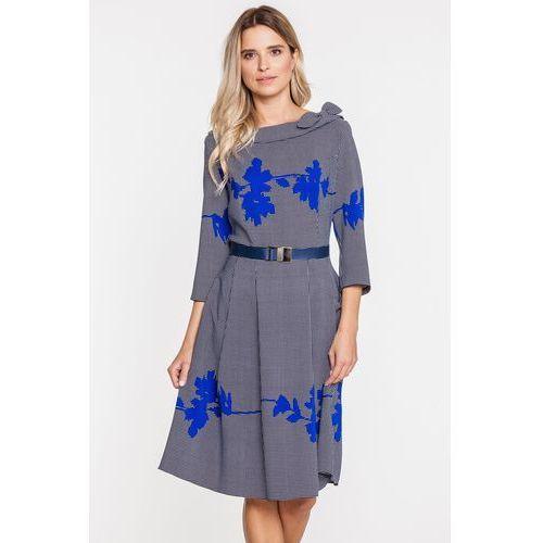 Wizytowa sukienka z aplikacją w niebieskie kwiaty - Margo Collection, kolor niebieski