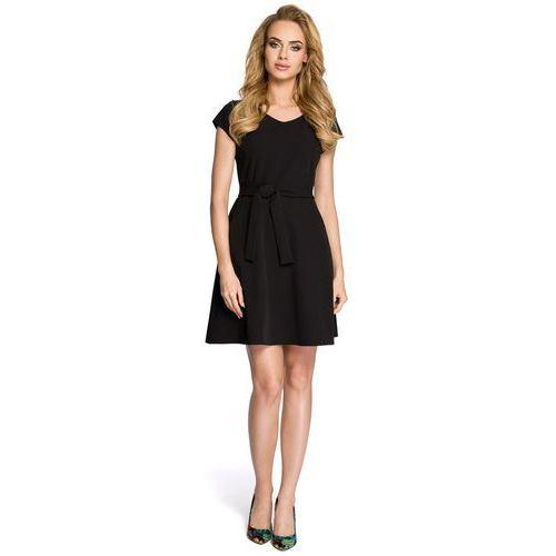 Czarna rozkloszowana sukienka podkreślająca figurę z krótkim rękawem 246 marki Moe